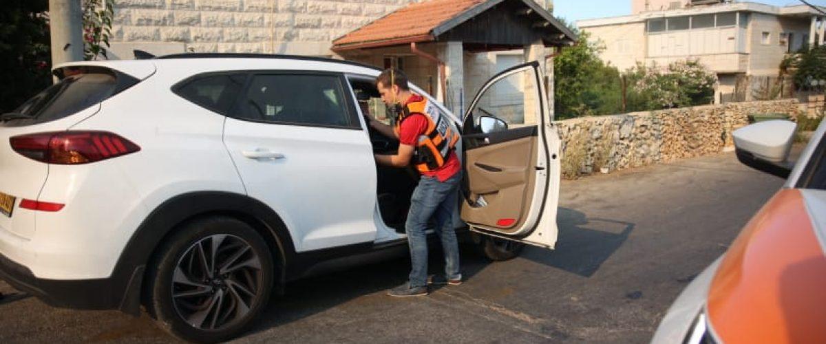 מתנדבי 'איחוד הצלה' מסייעים לתושבים בעת הפינוי (צילום: יחיאל גורפיין, תיעוד מבצעי איחוד הצלה)