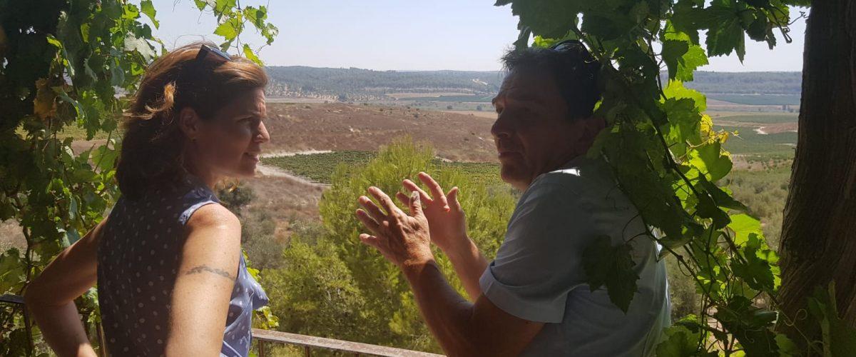 השרה זנדברג עם ראש המועצה האזורית מטה יהודה (צילום: דוברות מטה יהודה)
