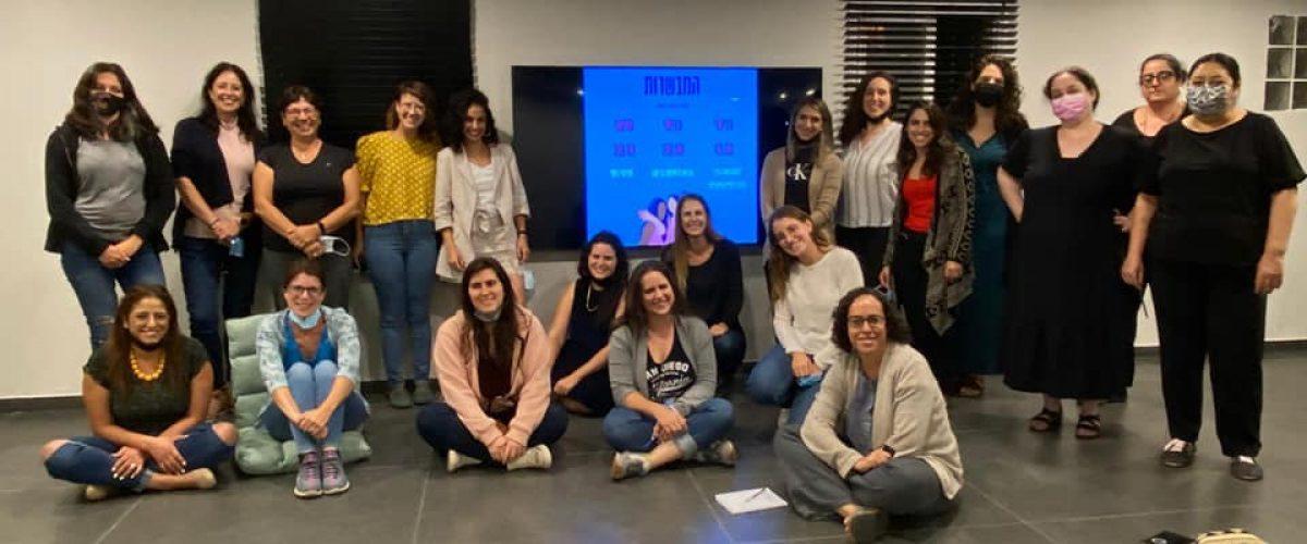 קבוצת 'המבשרות'. תמונה מן המפגש הראשון (צילום: מתוך דף הפייסבוק של הקבוצה)