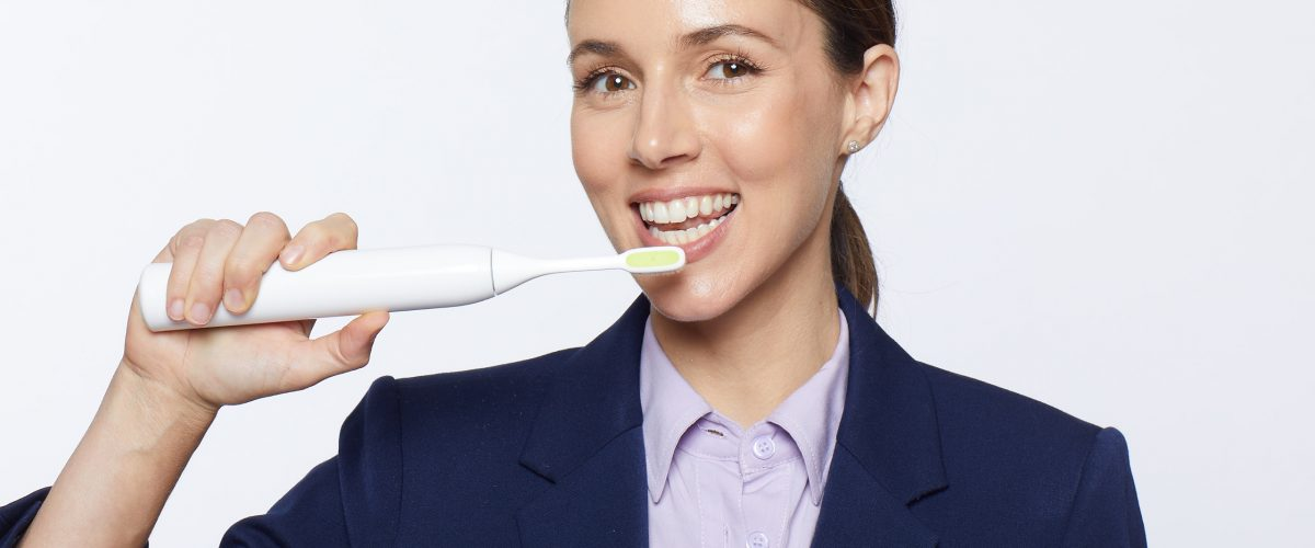 אלונה טל בקמפיין למברשת שיניים ToothWave  (צילום: Rowan Daly)